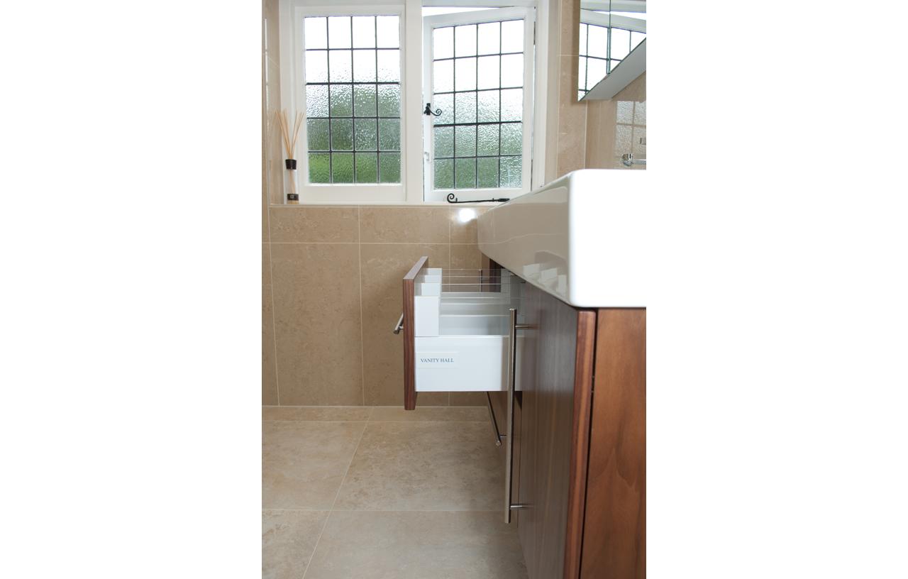 SKB BN CC Contemporary Bathrooms 10-102 816 P