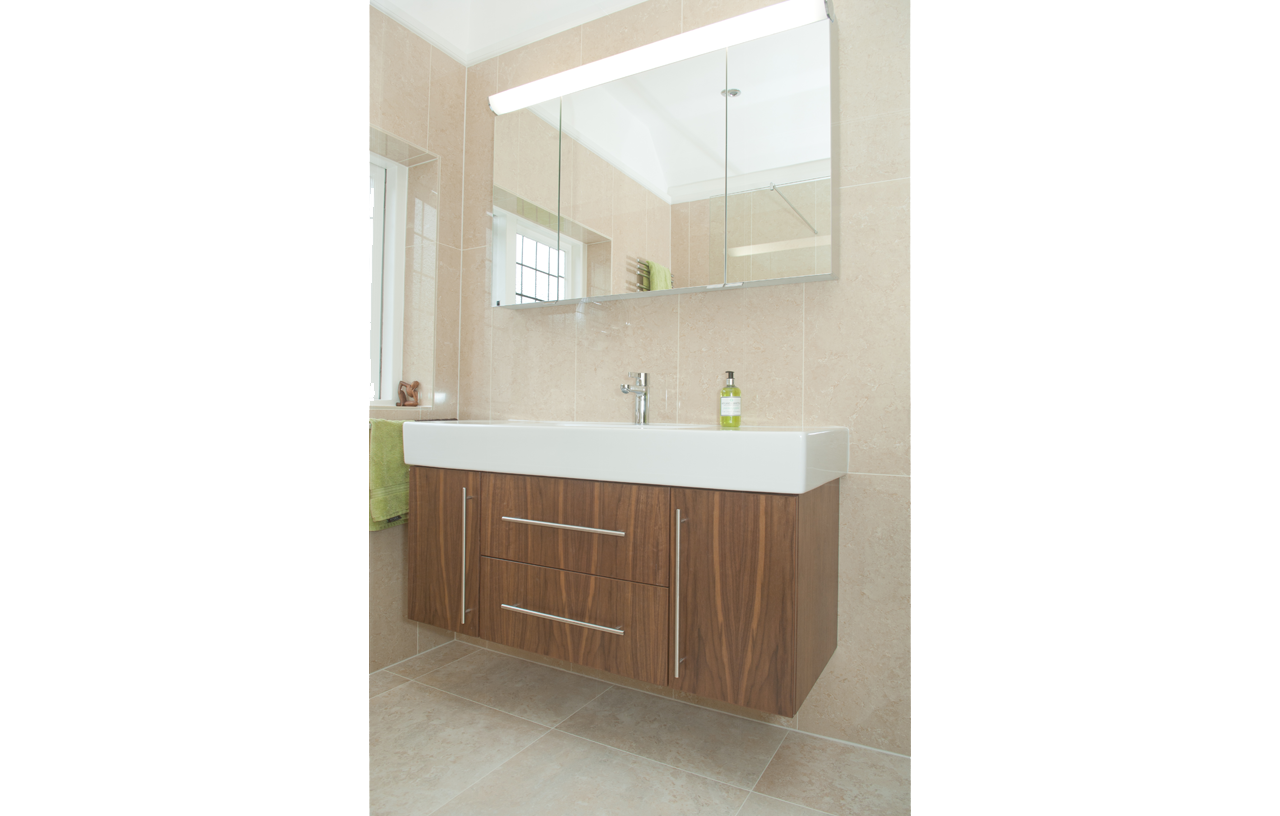 SKB BN CC Contemporary Bathrooms 10-75 816 P