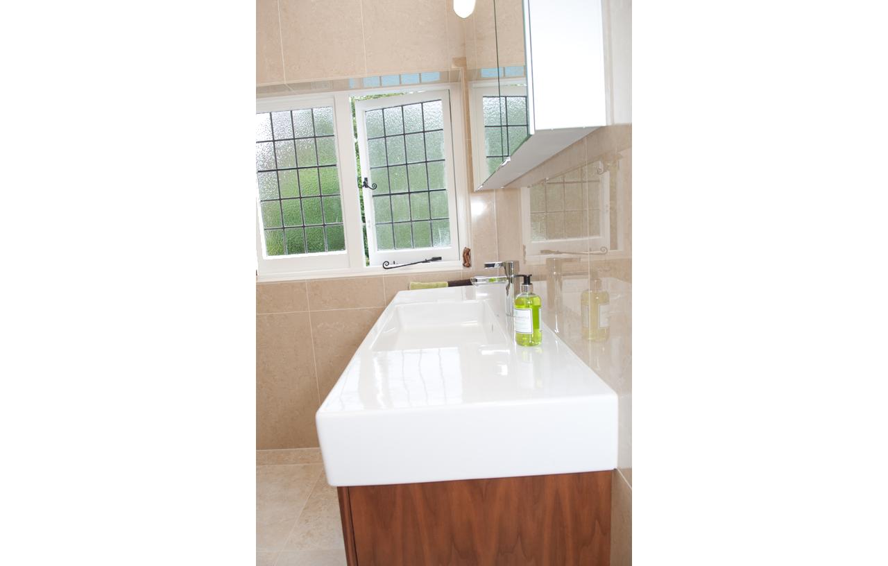 SKB BN CC Contemporary Bathrooms 10-79